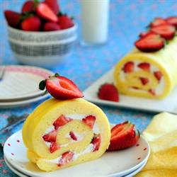 Strawberry and Cream Swiss Roll (草莓奶油瑞士卷)