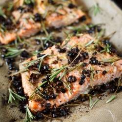Salmon with juniper and rosemary