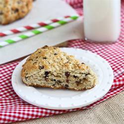 Healthy(er) Chocolate Ginger Scones