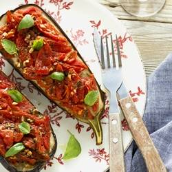 Stuffed aubergines with tomatoes