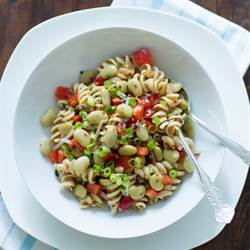 Pasta salad with beans and anchovies