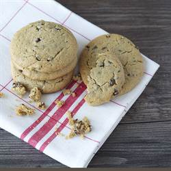 Peanut Butter Chocolate Chip Cookies (6)