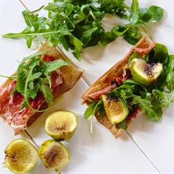 Roasted figs, prosciutto and arugula