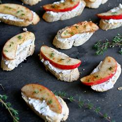 Cinnamon Apple & Goat Cheese Crostini