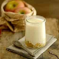 yoghurt with apple and vanilla