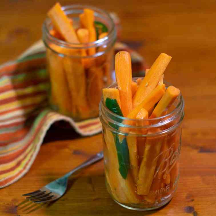 Quick Pickled Spicy Carrots