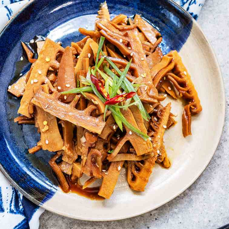 Braised bamboo shoot with soy sauce
