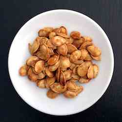 Sweet flavoured baked pumpkin seeds