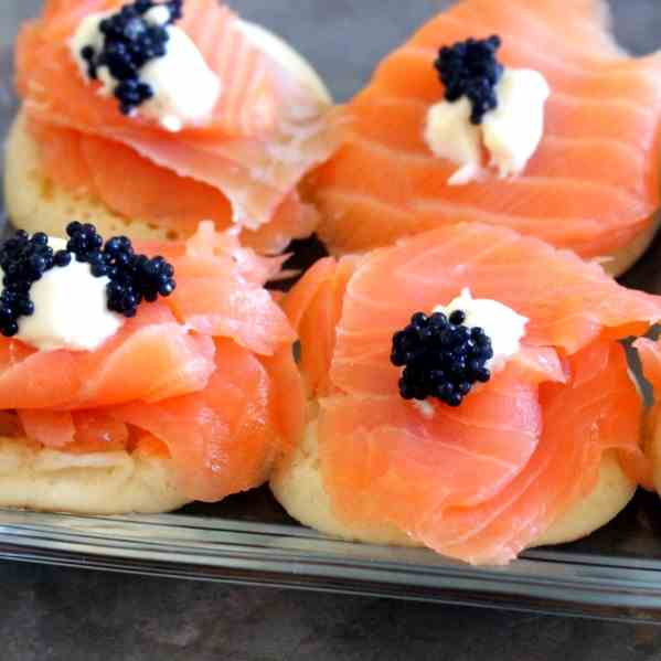 Blinis w smoked Salmon and Caviar