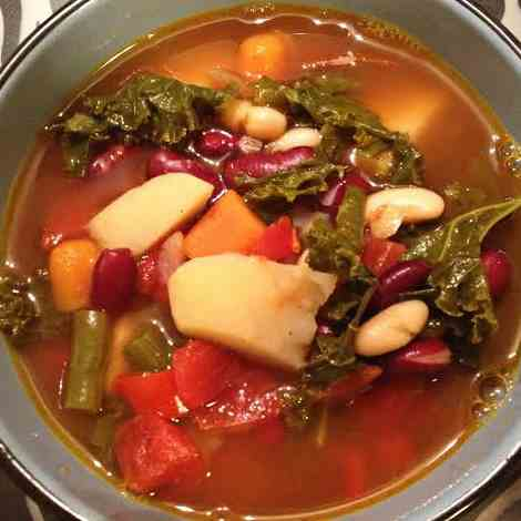 Hearty Kale and Kidney Bean Soup