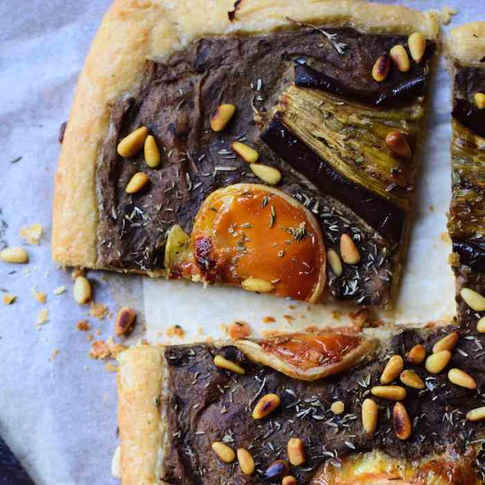 Eggplant tart with thyme - goat cheese
