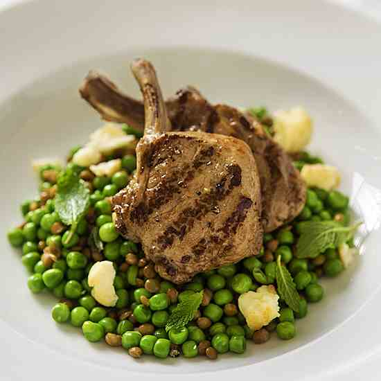Lamb cutlets with green salad