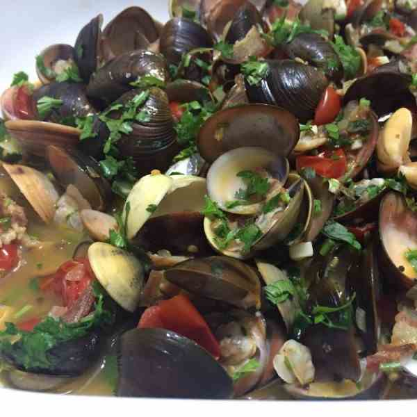 Clam With Cherry Tomatoes, Bacon And White