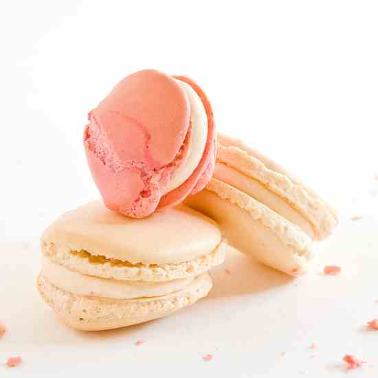 strawberry split macarons