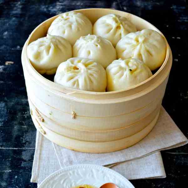STEAMED CARROT GINGER PORK BUNS