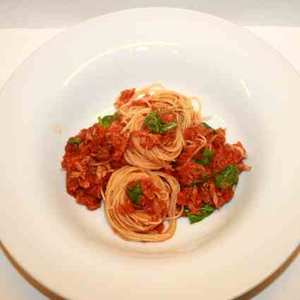 Tuna-Spaghettini with Rucola