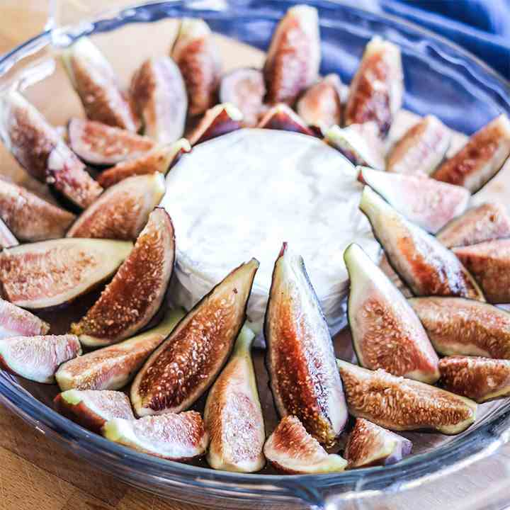 Baked Figs with Maple - Creamy Brie