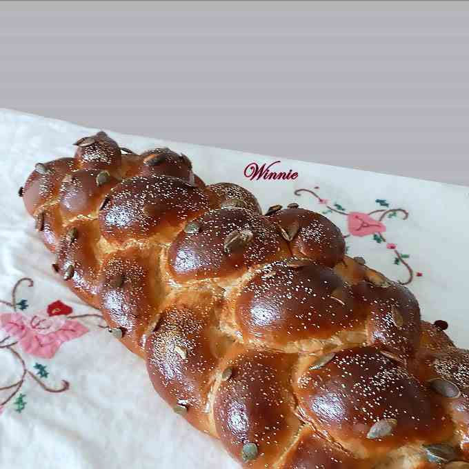 Challah and rolls