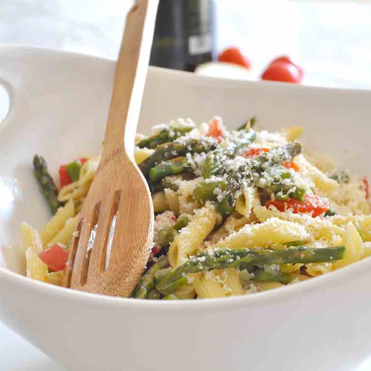 Penne with Asparagus and Fresh Tomatoes