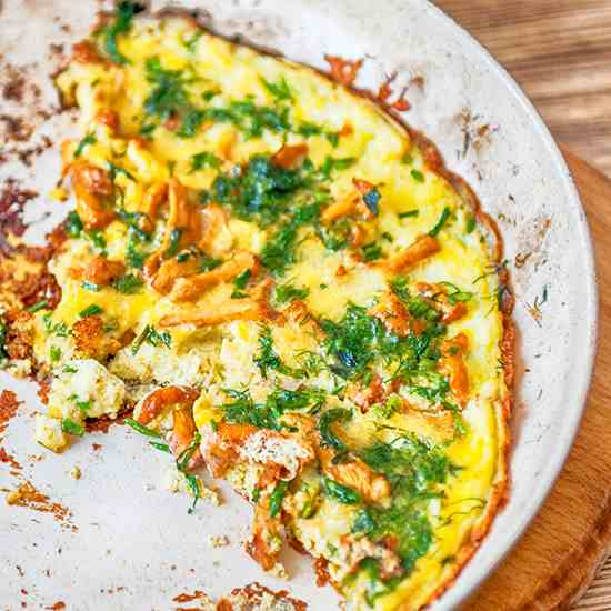 Fresh omelet with chanterelles