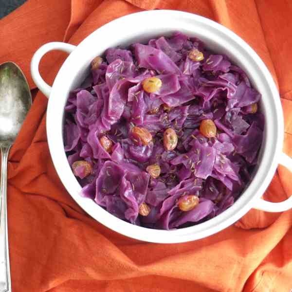 tangy braised cabbage and raisins