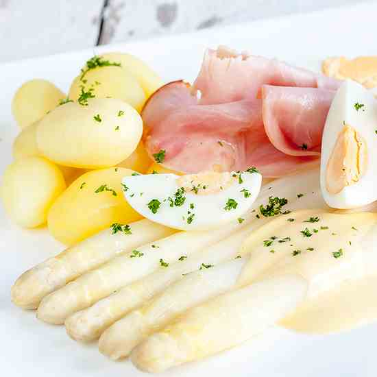 White asparagus and hollandaise sauce