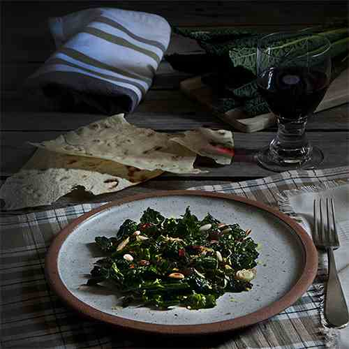 Italian kale with pine nuts and raisin