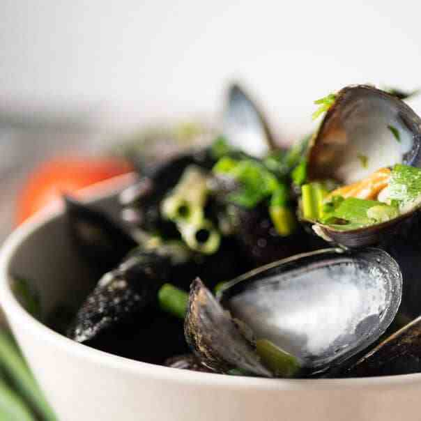 Instant Pot Mussels in Garlic