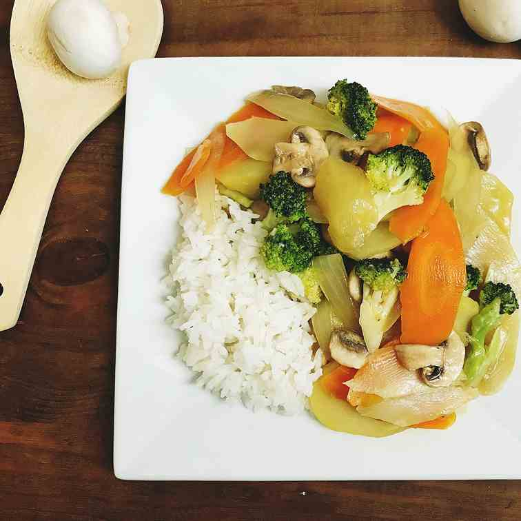 Stir-fried broccoli, carrot and potato
