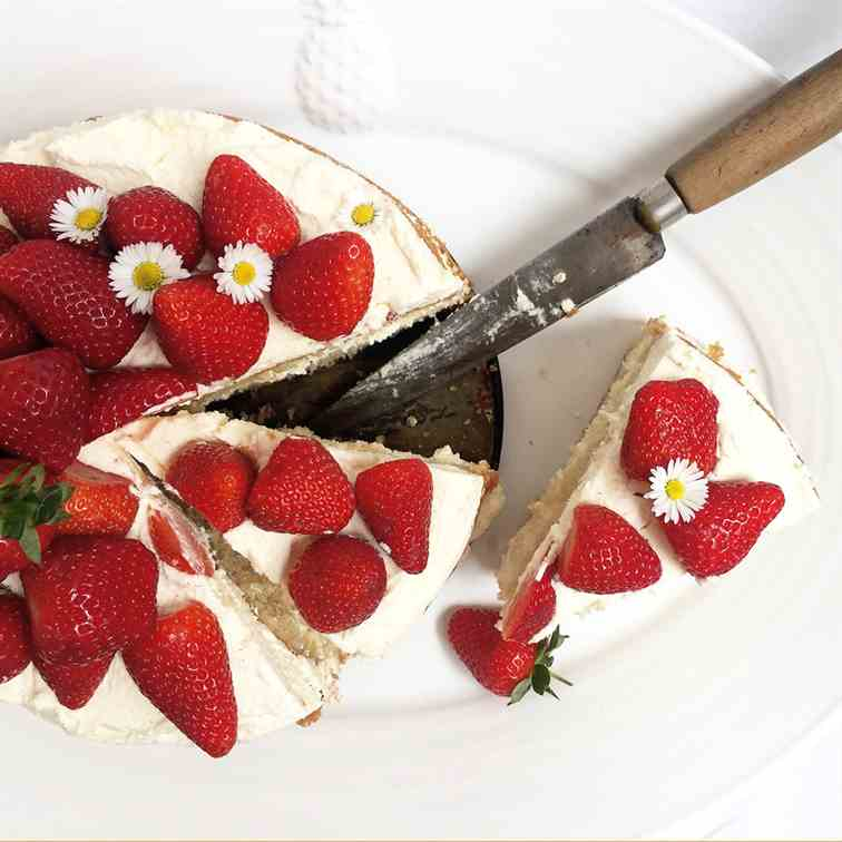 Easy Homemade Strawberry and Cream Cake