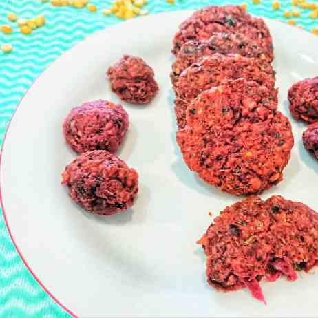 Beetroot fritters with lentils