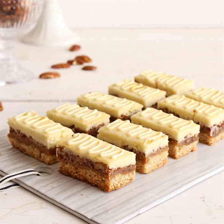 Cheesecake Pecan Pie Bars