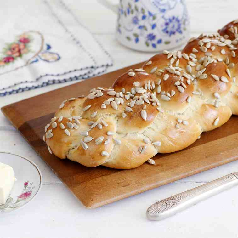 5 Ingredients Homemade Challah