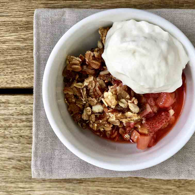Strawberry Rhubarb Muesli Crisp