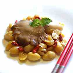 Stir fry abalone mushroom with ginkgo nuts