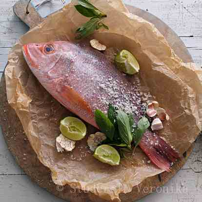 Red snapper with lime, garlic and basil