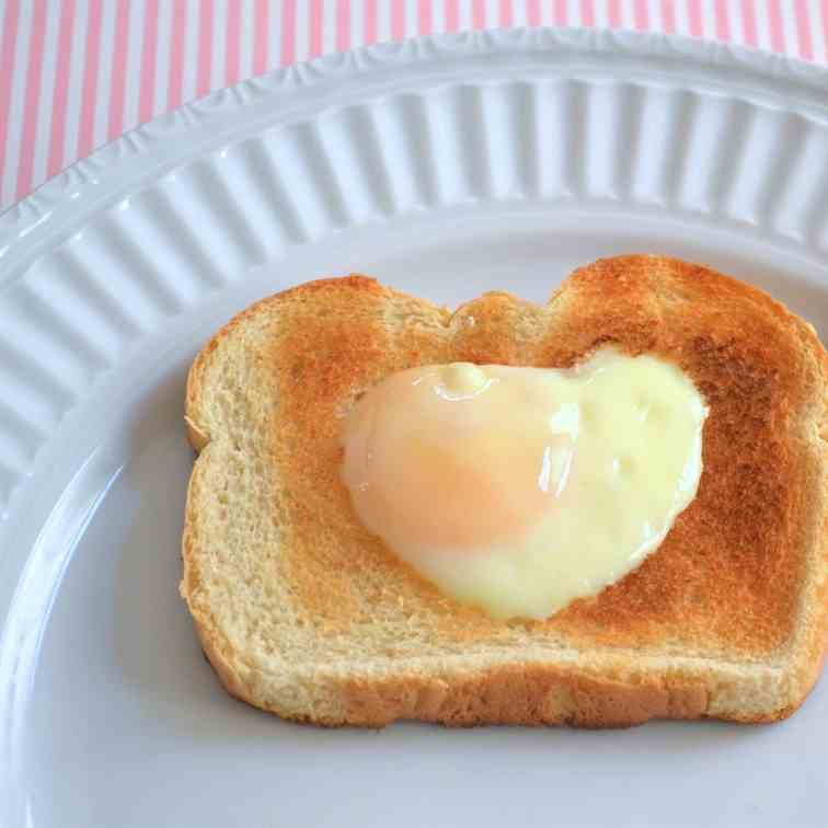 Sunny Side Up Egg in Toast