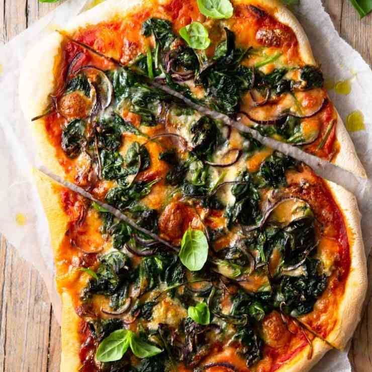 Spinach Pizza with Gorgonzola - Red Onion