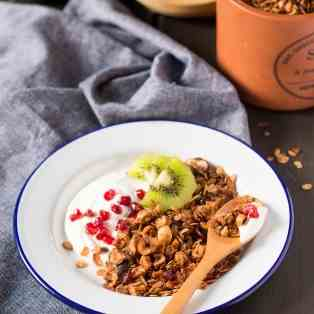 Low-fat apple granola