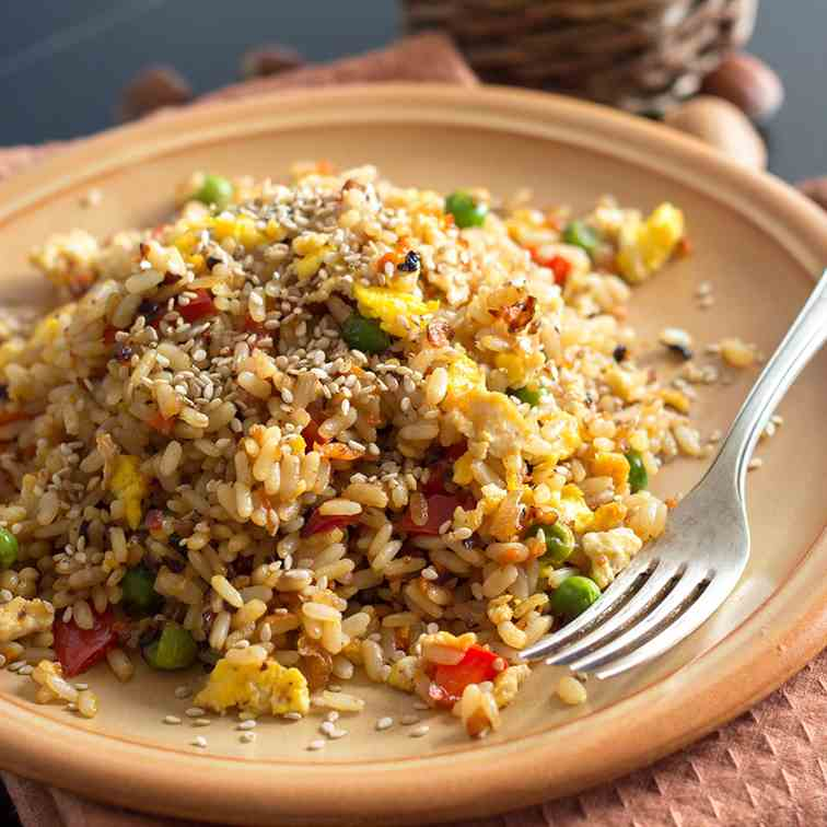 Fried rice with vegetables and eggs