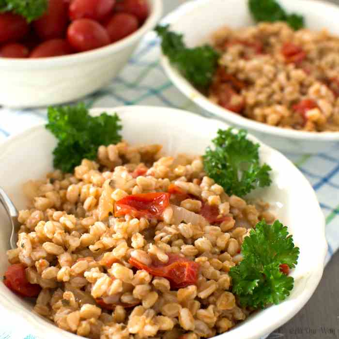 Easy One-Pan Italian Farro with Tomatoes