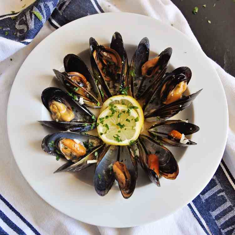 Mussels in White Wine - Garlic Sauce