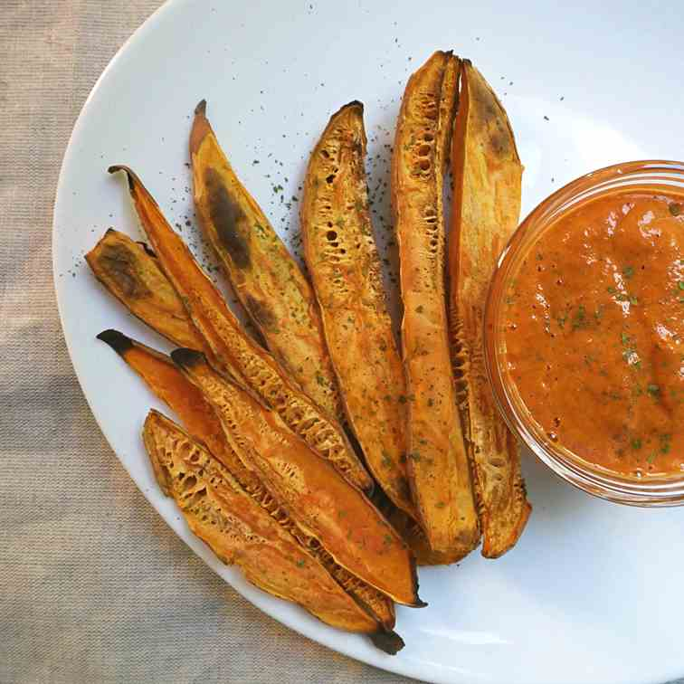 Oil free vegan red pepper dipping sauce