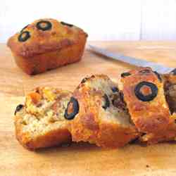 Black olive & sun-dried tomato loaves