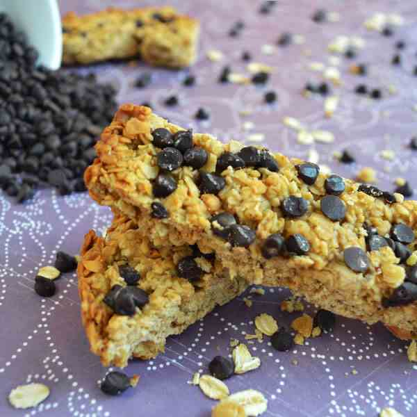 Chocolate Chip Peanut Butter Granola Bar