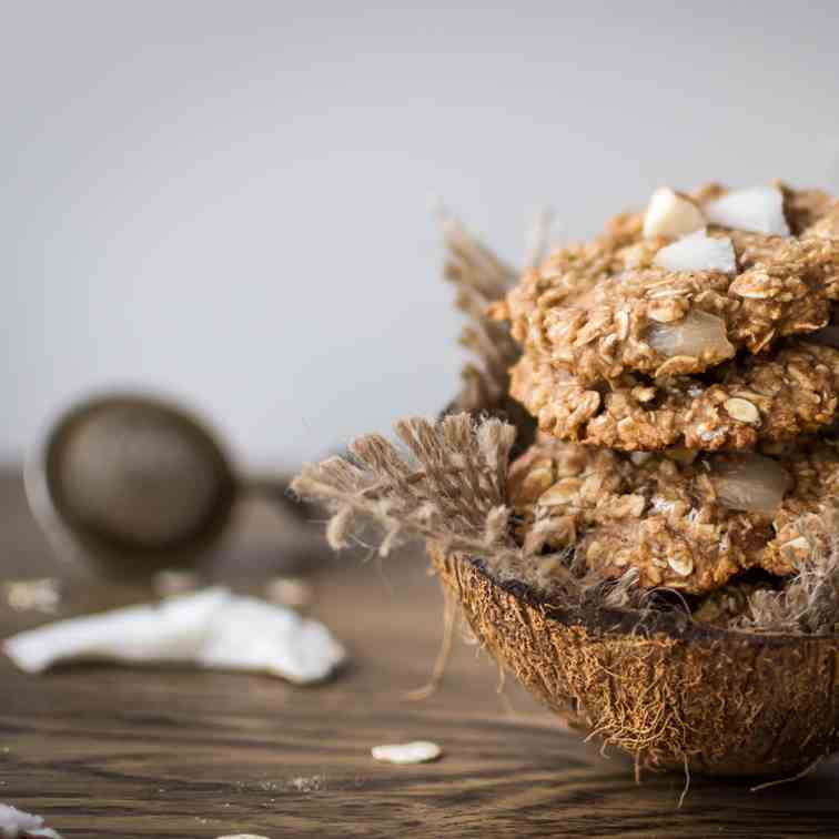 Clean Eating Coconut Almond Oatmeal Cookie