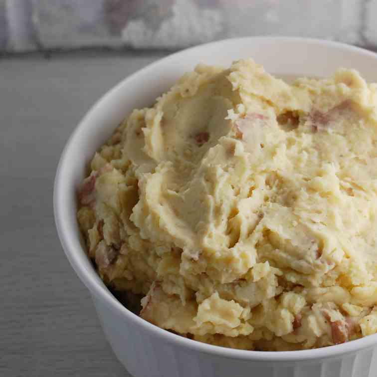 Vegan Mashed Potatoes with Hints of Garlic