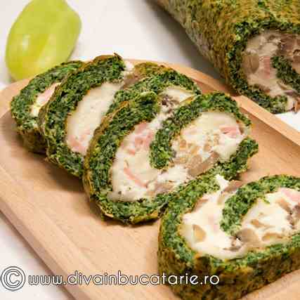 Roll with spinach, cheese, muschrooms