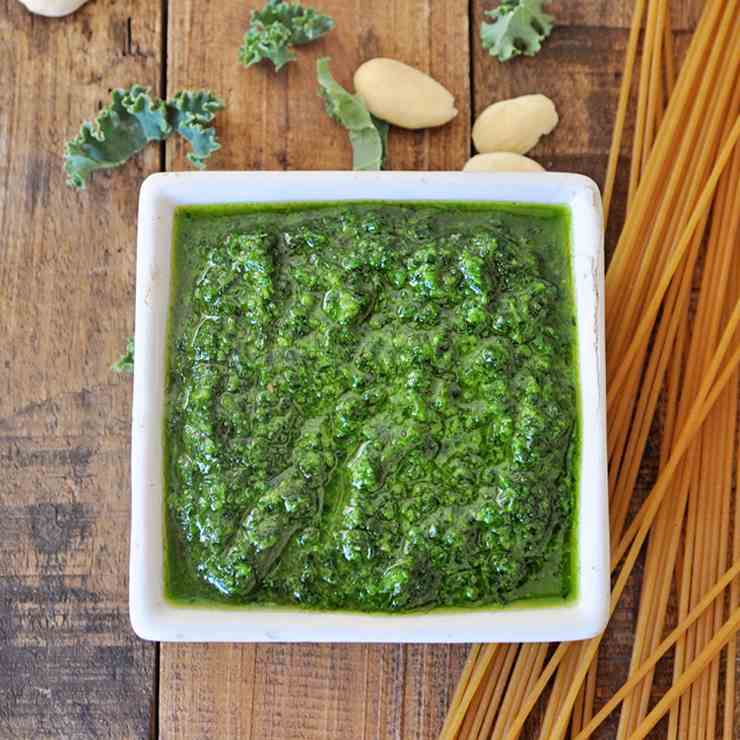 Vegan Pesto Recipe with Kale - Almonds