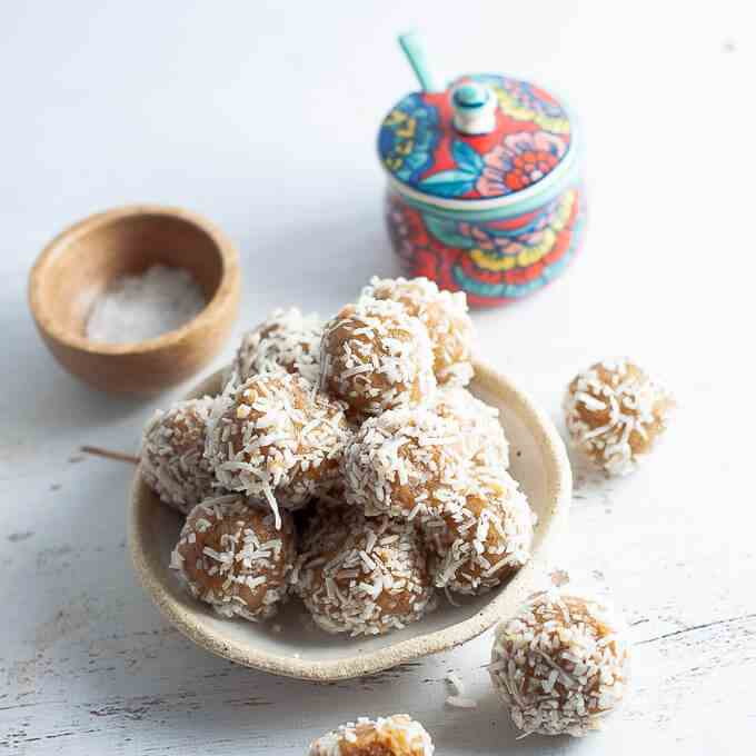 Date Free Bliss Balls